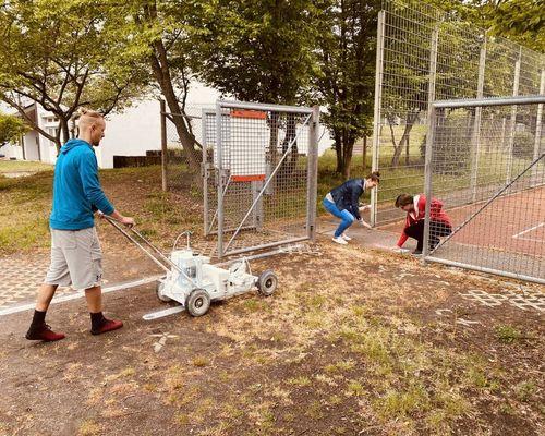 Vorbereitung der Sportplätze für Öffnung
